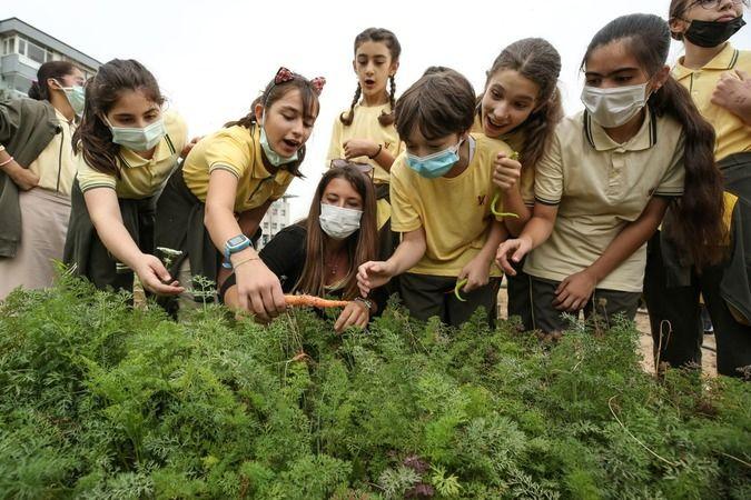 Nilüfer Belediyesi tarafından vatandaşları tarımla buluşturmak için hayata geçirdiği İhsaniye Mini Bostan, dikim ve hasat dönemlerinde konuklarını ağı