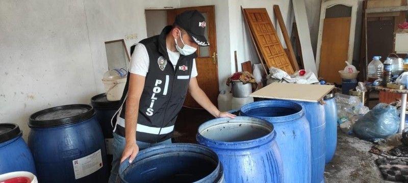 Bursa'da sahte içki ölümlerinin sayısı gün geçtikçe artıyor. Hayati tehlikeyi atlatamayan Fatih Demir Yağız, doktorların müdahalesine rağmen dün yaşam