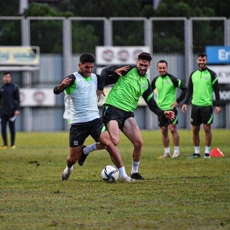 TFF 1. Lig'in 7. haftasında sahada Ankaragücü ile karşılaşacak olanBursaspor akşam saatlerinde yaptığı antrenman ile bu maçın hazırlıklarına tüm hızı