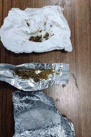 Bursa'nın Yenişehir ilçesinde polisin yaptığı operasyonda uyuşturucu madde ele geçirildi. Şüpheliler, kullanıcı oldukları gerekçesiyle adlî kontrol şa