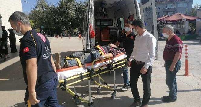 Bursa İnegöl ilçesinde meydana gelen olayda ceviz toplamak için çıktığı ağaçtan düşen yaşlı adam ağır yaralandı. Jandarma komutanlığı ekipleri olayla