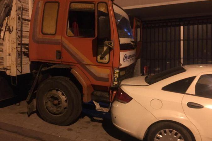 Güngören'de freni boşalan kamyon 8 araca çarptı