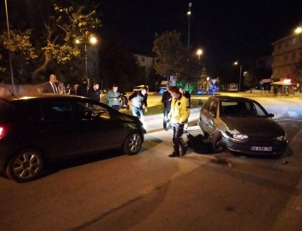 Bursa'nın İnegöl ilçesinde meydana gelen olayda alkollü sürücünün orta refüj üzerinden karşı yöne geçerek otomobille çarpıştığı ânlar kameraya saniye