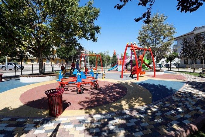 İnegöl Belediyesi, akıllı şehir altyapısının önemli adımlarından biri olan Güvenli Park Uygulaması kapsamında 17'nci çocuk parkını kameralarla donattı