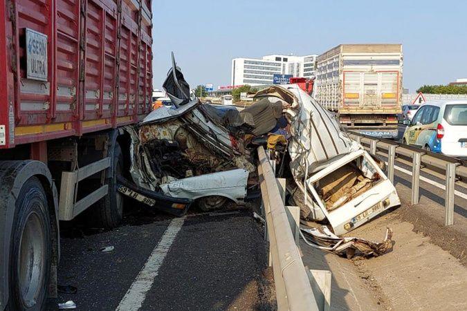 Tekirdağ'da ters yöne giren araç kağıt gibi ezildi:1 ölü, 2 yaralı