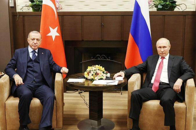 Cumhurbaşkanı Recep Tayyip Erdoğan ve Rusya Devlet Başkanı Vladimir Putin, Devlet Başkanlığı Resmi Konutu'nda bir araya geldi. Erdoğan, Türkiye-Rusya