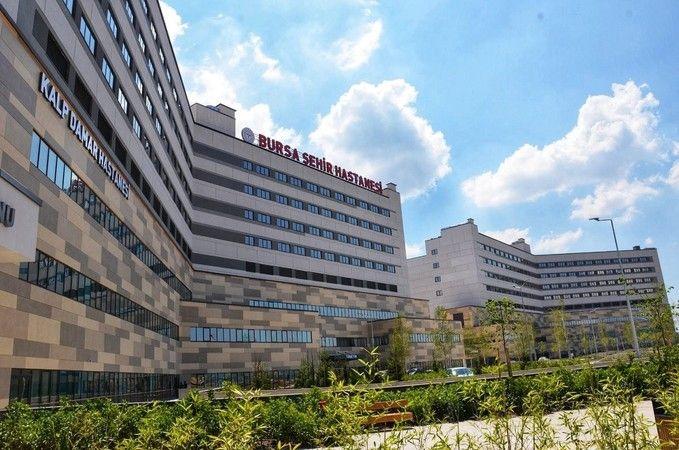 Bursa Şehir Hastanesi 1,5 yıllık pandemi sürecinde en yoğun günlerini yaşadı. 1 günde yaklaşık 11 bin yılda ise 4 milyondan fazla hastaya ev sahipliği