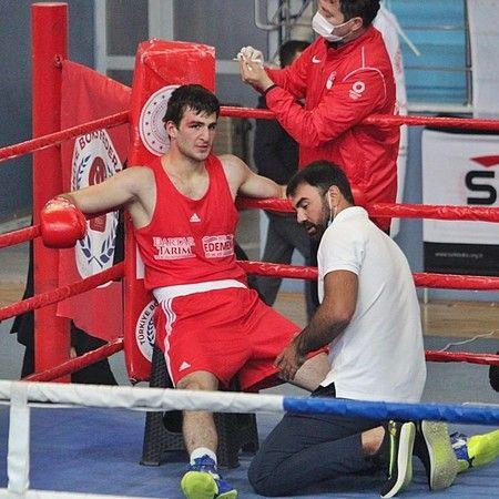 Bursalı boksör Emir Büyükdağ Türkiye şampiyonu oldu.