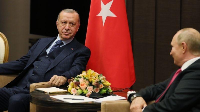 Cumhurbaşkanı Recep Tayyip Erdoğan, Rusya Devlet Başkanı Vladimir Putin ile Soçi'de yaptığı görüşmenin ardından Türkiye dönüşünde uçakta gazetecilerin
