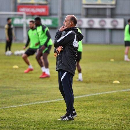 Bursaspor Teknik Direktörü Özcan Bizati, Kocaeli kampı öncesi açıklamalarda bulundu. Bizati takımın yaşayacağı birlikteliğin ligde başarı getireceğine