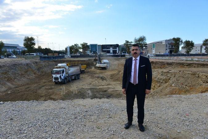 Bursa'da Yıldırım Belediyesi, ilçenin dönüşümünde model olacak Mevlânâ Mahallesi kentsel dönüşüm projesinde 7. etabın inşaatına başladı.