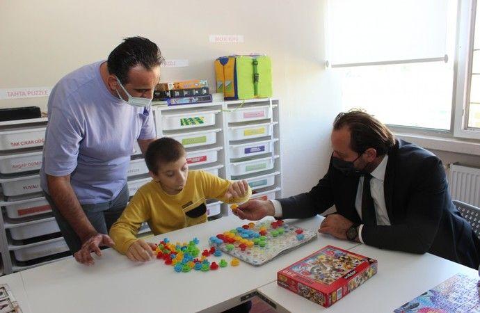 Bursa İl Millî Eğitim Müdürü Serkan Gür, özel eğitim okullarını ziyaret etti ve incelemelerde bulundu. Serkan Gür Yapılan tüm çalışmalarda özel gereks