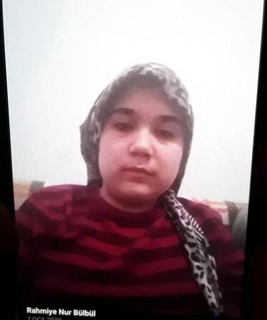 Bursa'da iki günüdür kayıp olan 14 yaşındaki genç kızı arama çalışmaları devam ediyor. Evden okula diye çıkıp bir daha dönmeyen genç kız her yerde ara