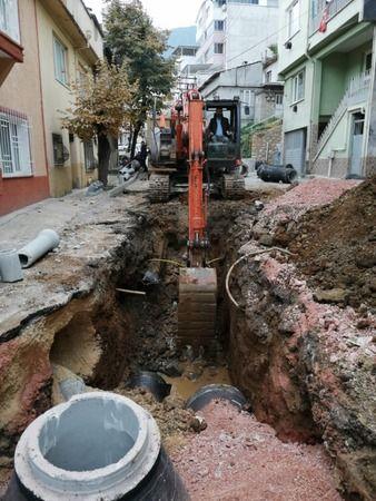 Bursa Büyükşehir Belediyesi, Yıldırım ilçesinin Mollaarap ve Teferrüç mahallelerinin altyapısını iyileştirmek adına sürdürdüğü kanalizasyon ve yağmurs