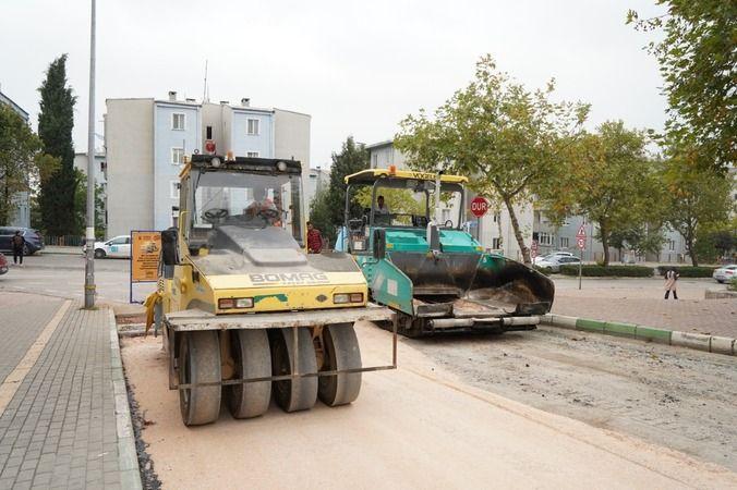 Kestel Belediyesi Fen İşleri Müdürlüğü Ekipleri, sokak ve caddeleri Kestel'e daha yakışır ve daha konforlu bir hale getirmek için eskiyen veya yıprana