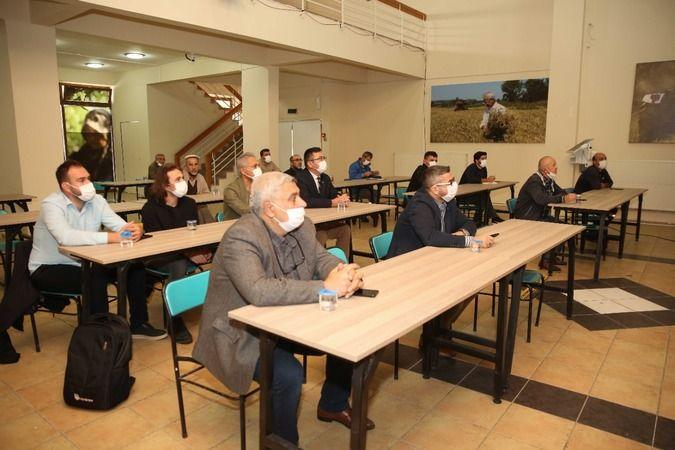 Nilüfer Belediyesi'nin geçen yıl faaliyete geçirdiği Çiftçi Evi'nde eğitimler devam ediyor. Bölgedeki üreticiler için gıda ve tarım alanında düzenlene