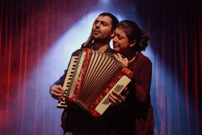 Nilüfer Kent Tiyatrosu Kuş Öpücüğü ile sahnede