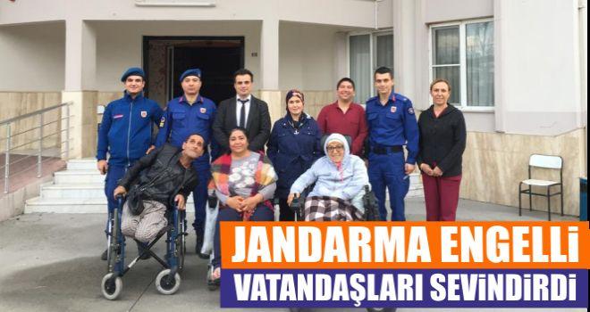 Jandarma engelli vatandaşları sevindirdi