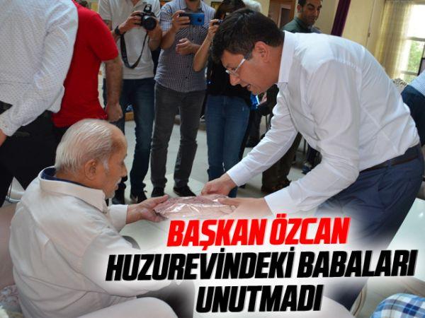 Başkan Özcan huzurevindeki babaları unutmadı