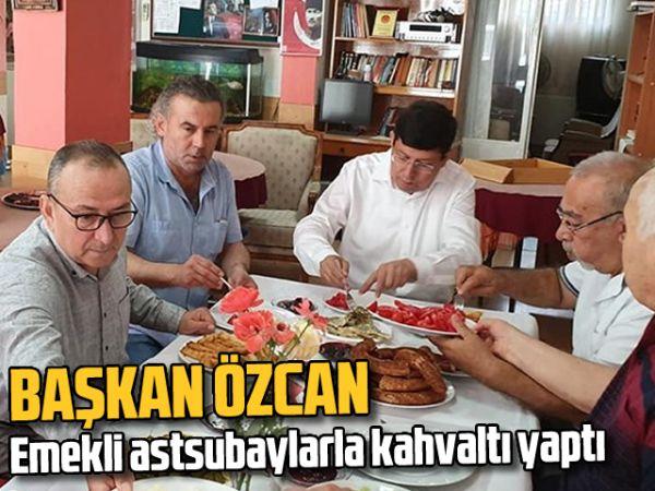 Başkan Özcan, emekli astsubaylarla kahvaltı yaptı
