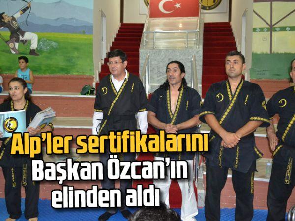 Alp'ler sertifikalarını Başkan Özcan'ın elinden aldı