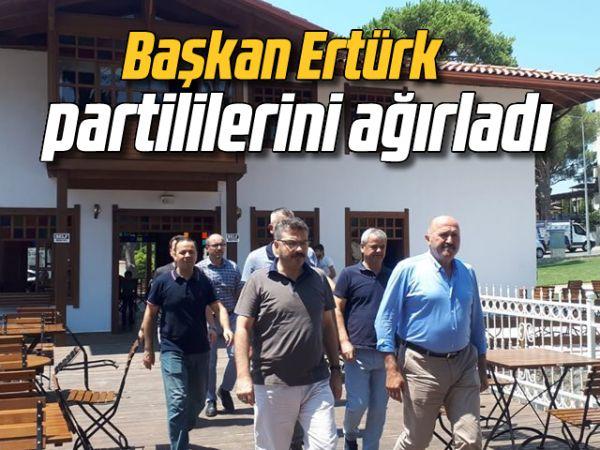 Başkan Ertürk, partililerini ağırladı