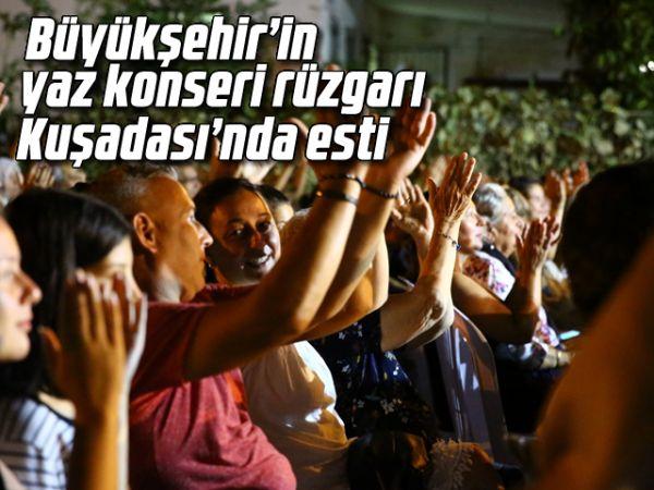 Büyükşehir'in yaz konseri rüzgarı Kuşadası'nda esti
