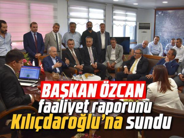 Başkan Özcan, faaliyet raporunu Kılıçdaroğlu'na sundu