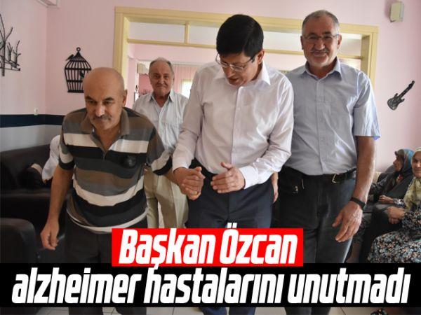 Başkan Özcan, alzheimer hastalarını unutmadı