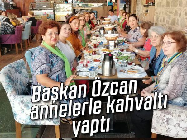 Başkan Özcan, annelerle kahvaltı yaptı
