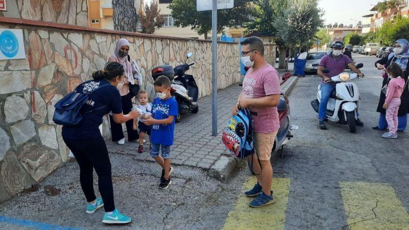 Çerçioğlu'ndan çocuklara maske desteği