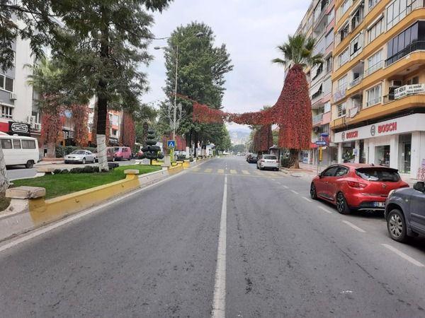 Efeler'de sokak ve caddeler boş kaldı