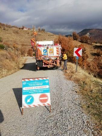 Büyükşehir Kuyucak'taki levhaları yeniliyor