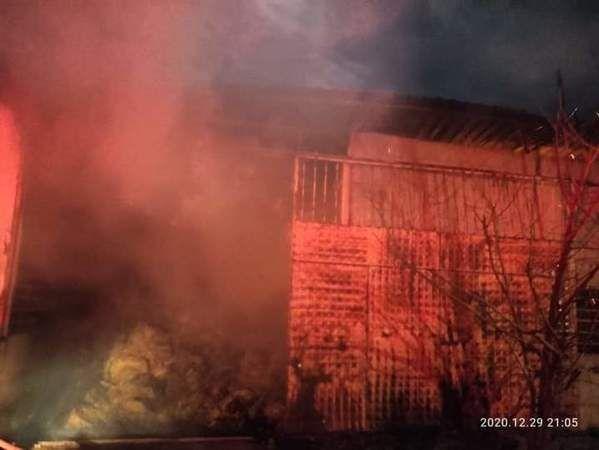 Hamzallı'daki depo yangını 4 saatte söndürüldü