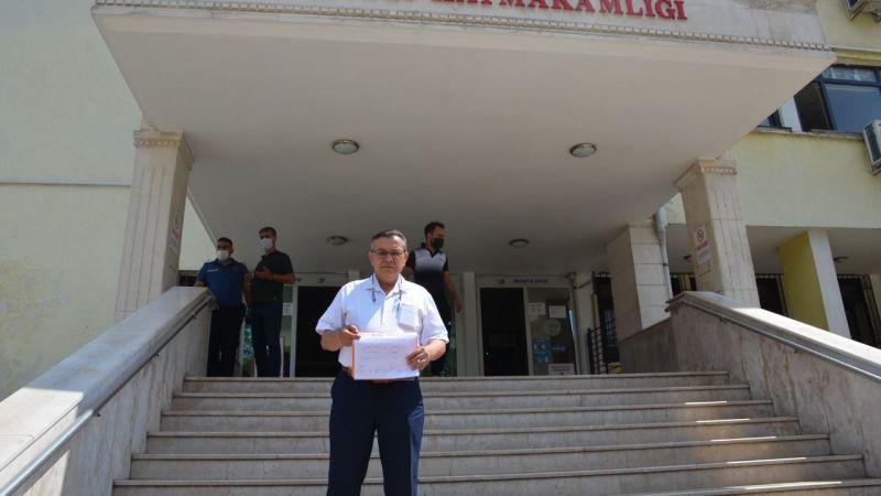 Altıntaş'ta eski muhtar YSK kararıyla görevine geri döndü