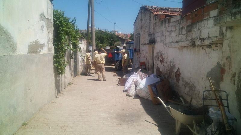 Nazilli'de çöp evden 3 kamyon çöp çıktı