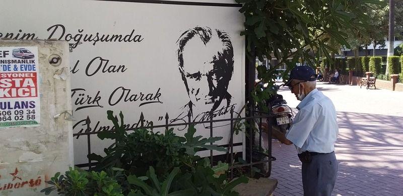 Nazilli'de emekli müdürün Atatürk sevgisi
