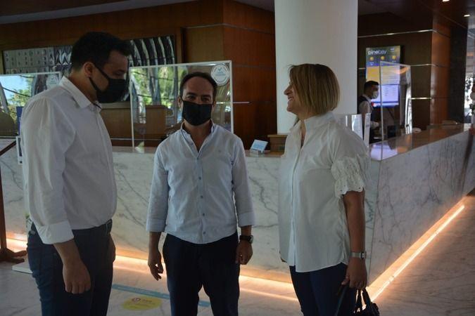 Sağlık çalışanları Kuşadası'ndaki otelde stres attı