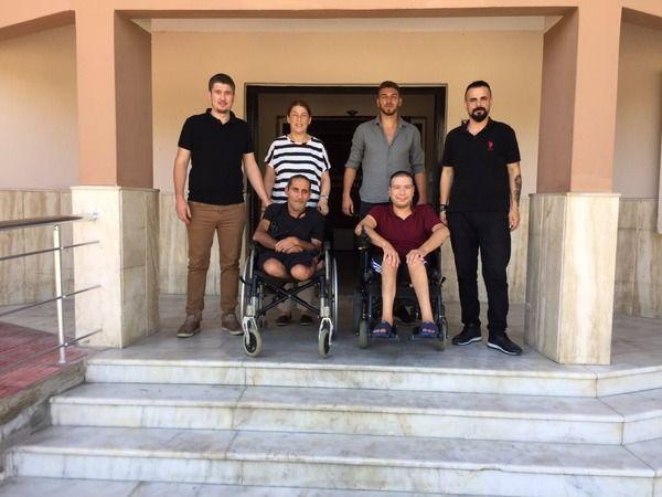 İlçe Müdürü engellilerle masa tenisi oynadı
