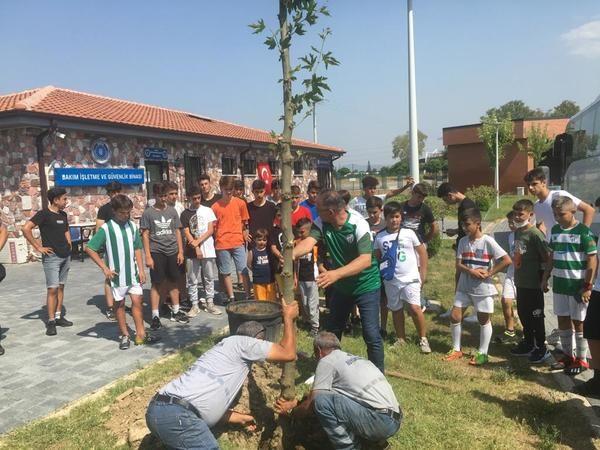 Nazillili minik futbolcular Bursa'yı yeşillendirdi