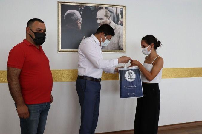 YKS Türkiye 3'üncüsü, başarısını Başkan Özcan ile paylaştı