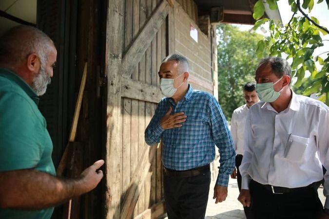 Esnafın sorununu dinleyen AK Partili Savaş, semt pazarından alışveriş yaptı