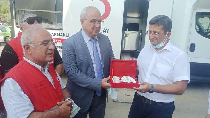 Kızılay'a seyyar ikram aracı bağışladılar