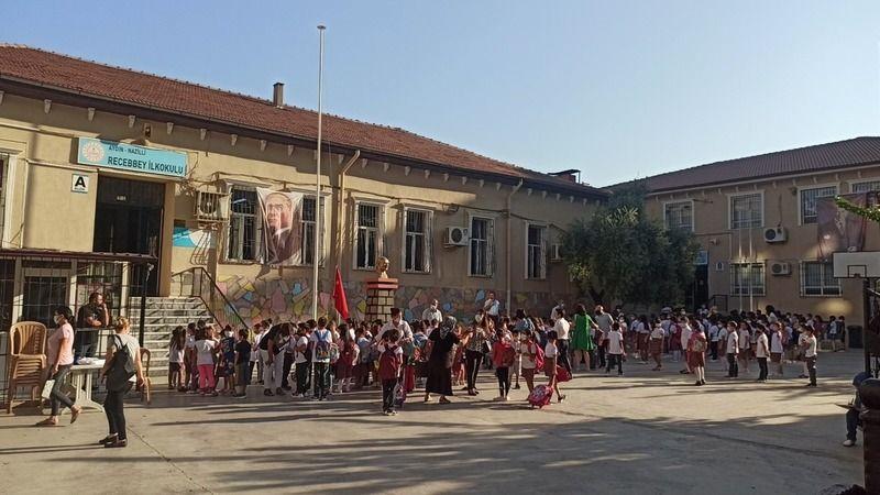 Nazilli'de ziller evde değil okullarda çaldı