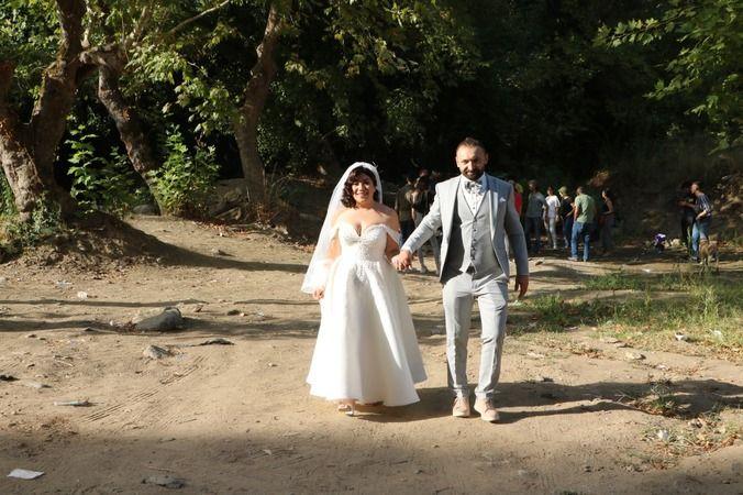 Gelin ve damat düğünden önce temizlik yaptı