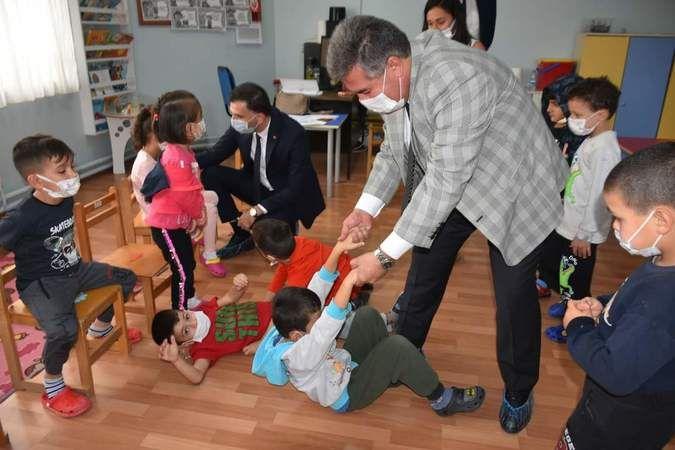 Başkan Erol'dan minik öğrencilere ziyaret