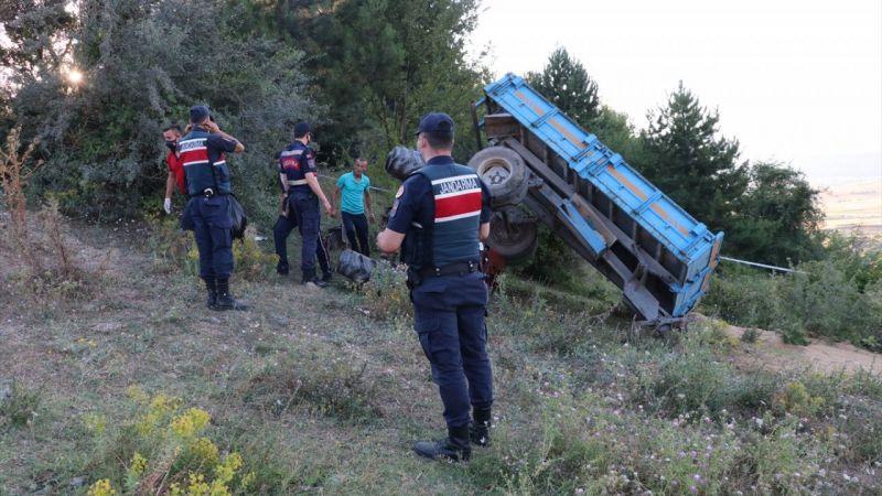 Bolu'da 13 yaşındaki çocuğun kullandığı traktör devrildi: 1 ölü, 1 yaralı