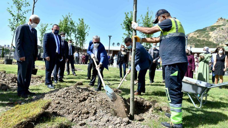 Başkan Yavaş, 20 Haziran Dünya Mülteciler Günü Nedeniyle Ağaç Dikme Etkinliğine Katıldı