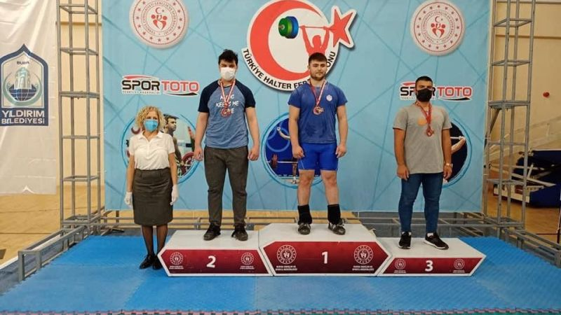 Kahramankazan'lı Genç Halterciler'den Madalyalara Ambargo 1 Altın, 2 Gümüş Ve 1 Bronz Kazandılar