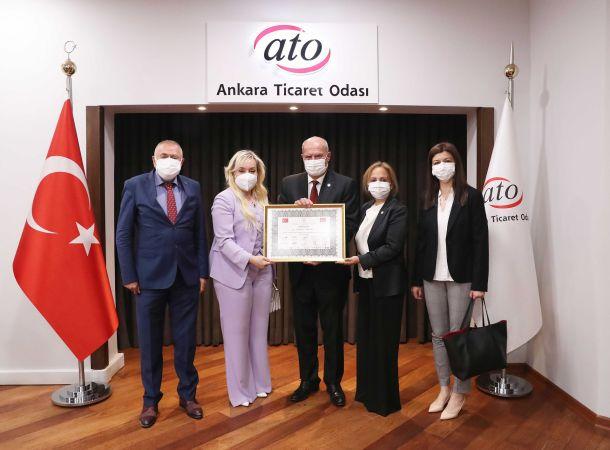 """Ankara Sivil Toplum Kuruluşları Platformu, ATO Başkanı Baran'a Yaptığı Başarılı Çalışmalar Nedeniyle """"Vefa Beratı"""" Takdim Etti."""